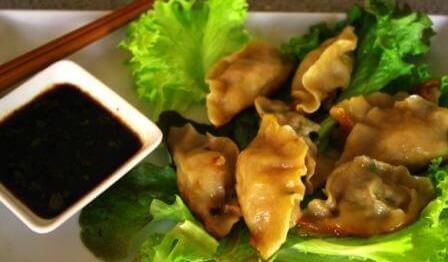Chinese potstickers – chińskie pierożki z mięsno – warzywnym farszem