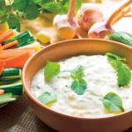 Tzatziki – dip jogurtowy z czosnkiem i ogórkiem