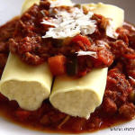 Serowe cannelloni w sosie z chorizo