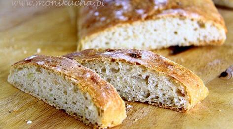 Francuski chlebek serowo-cebulowy
