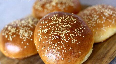 Jak zrobić bułki do hamburgerów – hamburger buns, czyli pyszne domowe bułeczki hamburgerowe