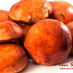 Char Siu Bao – gotowane na parze (dim sum) lub pieczone tradycyjne chińskie bułeczki z wieprzowiną BBQ