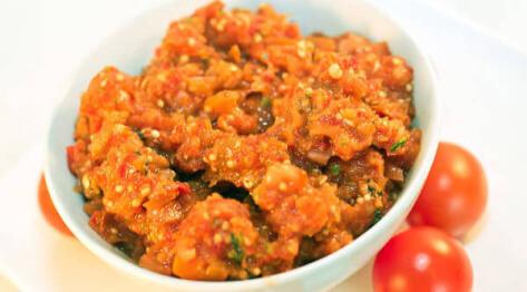 Relisz z pomidorów i pieczonej papryki