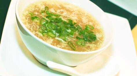 Chińska zupa z krewetkami i kukurydzą