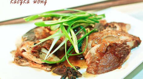 Kaczka po pekińsku w stylu Wong – duszona kaczka na zimno z ciemnym sosem sojowym – Wong Style Peking Duck – specjalność kuchni chińskiej