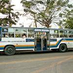 Bangkok, Tajlandia – lokalny autobus i peryferia stolicy