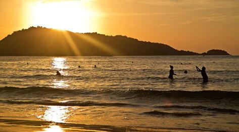 Phuket,Tajlandia – plaża Patong Beach i okolice Bangla Road, czyli głowna centrala przetwórstwa turystycznego na Phuket