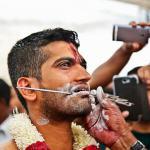 Zdjęcia i film z  Festiwalu Thaipusam Festival, Singapur – wielkiego święta Tamilskich hinduistów