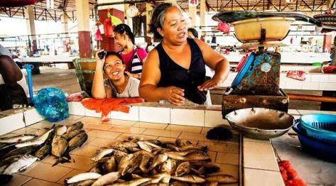 Filipiny, targ rybny w miejscowości Bantayan