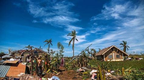 Bantayan, Filipiny – Marikaban po tajfunie Haiyan aka Yolanda