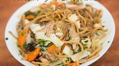 Pancit z wieprzowiną – filipińska kuchnia uliczna