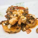 Ryba z pomidorową salsą i oliwkami